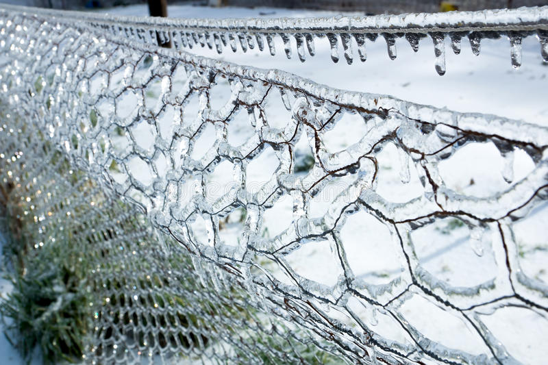 icy-fence-rope-icicles-freezing-rain-ar-35880186