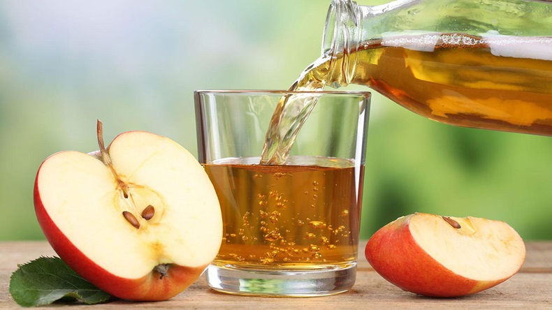 apple_juice_pouring_204835342_1200